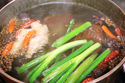 oxtail-stock-simmering